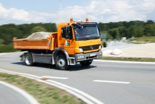Voll beladener LKW der Firma Wallner Baggerbetrieb GmbH